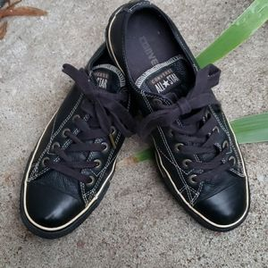 Converse Solid Black Leathe Low Topr